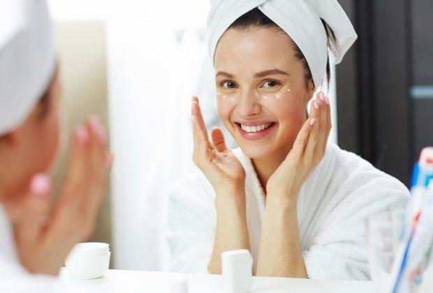Beauty routine viso sera: 5 consigli per una pelle giovane, morbida e tonica